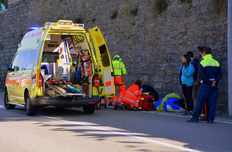 ambulancecon-medico-2901017_1280-1.jpg