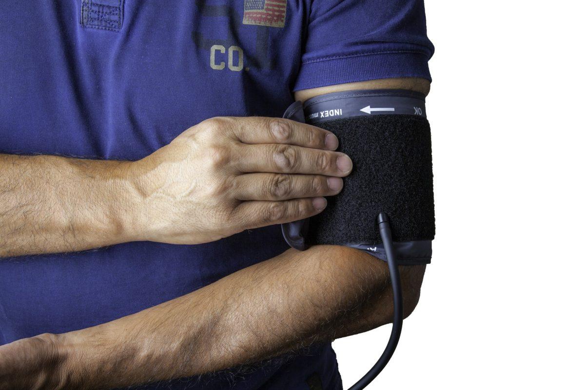 blood-pressure-monitor-1749577_1920-1200x800.jpg